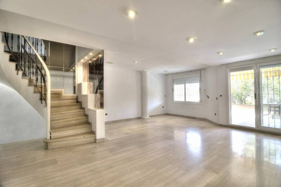Alicante,Alicante,España,5 Bedrooms Bedrooms,3 BathroomsBathrooms,Adosada,24983
