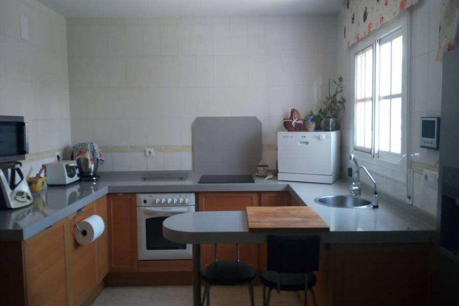 San Vicente del Raspeig,Alicante,España,5 Bedrooms Bedrooms,2 BathroomsBathrooms,Adosada,25001