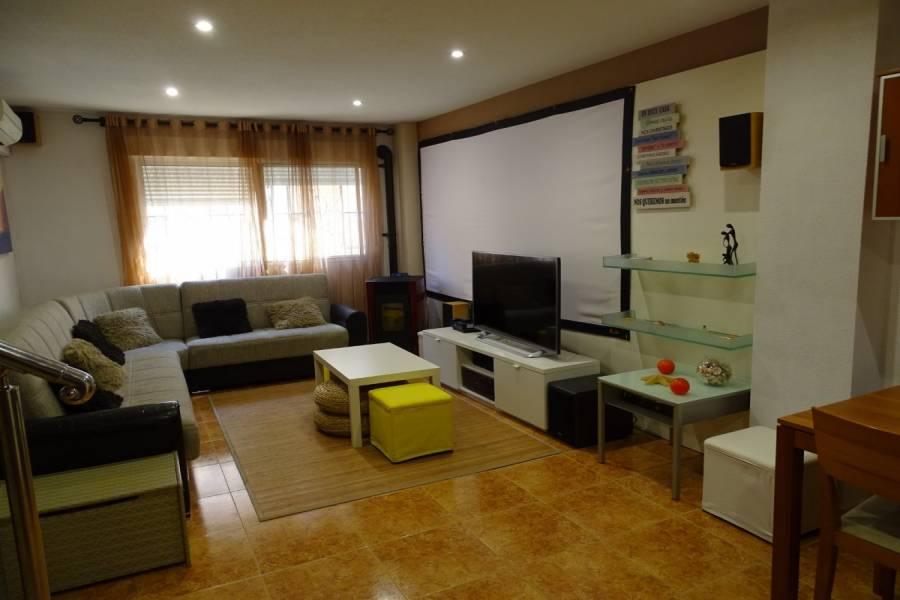 San Vicente del Raspeig,Alicante,España,4 Bedrooms Bedrooms,2 BathroomsBathrooms,Adosada,25008