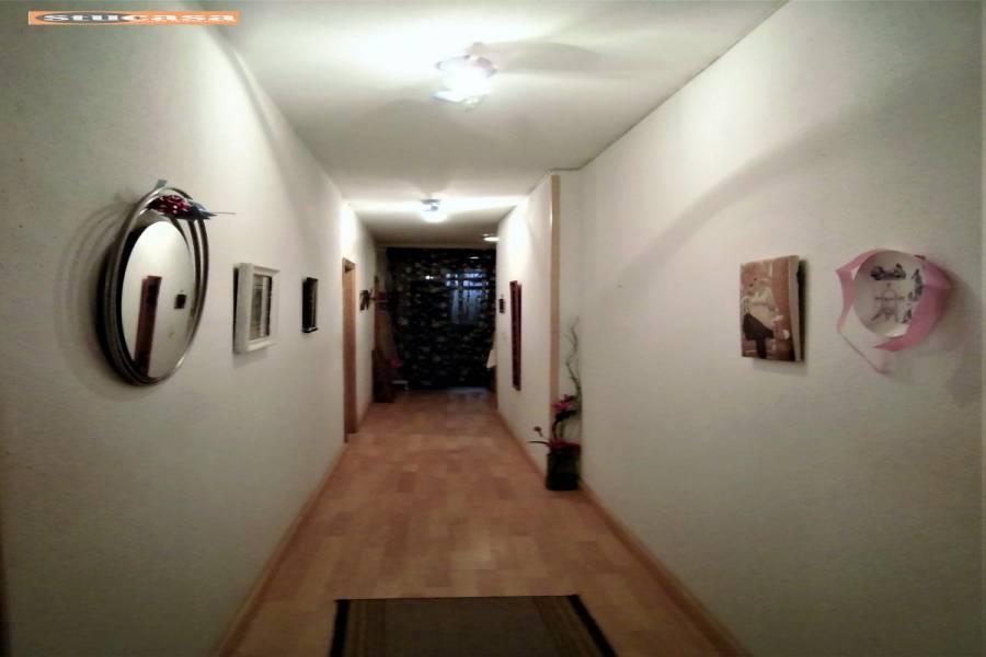 Alicante,Alicante,España,4 Bedrooms Bedrooms,2 BathroomsBathrooms,Planta baja,25044