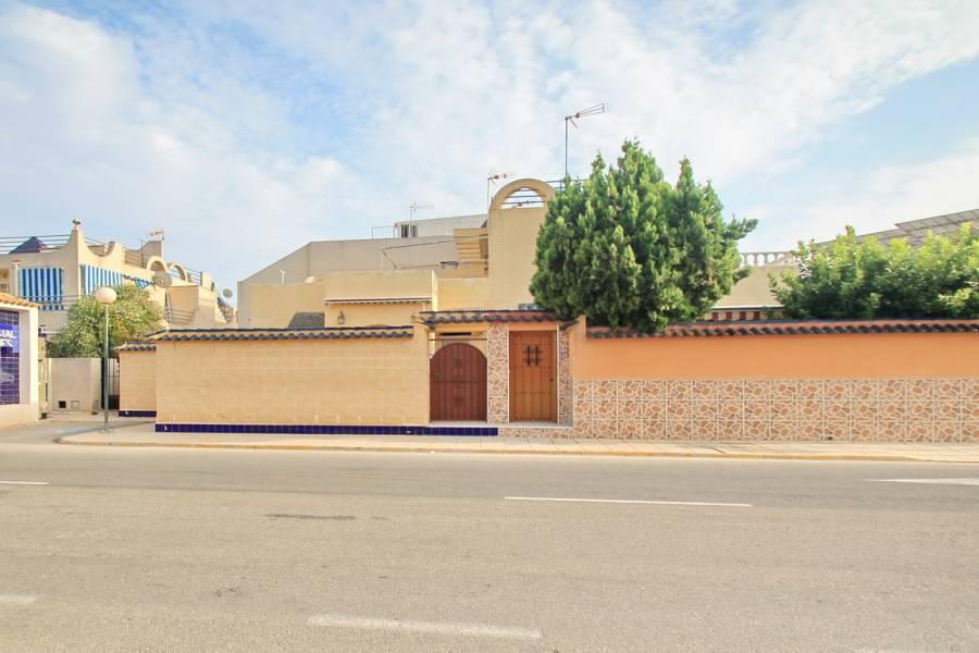 Torrevieja,Alicante,España,2 Bedrooms Bedrooms,1 BañoBathrooms,Bungalow,25099