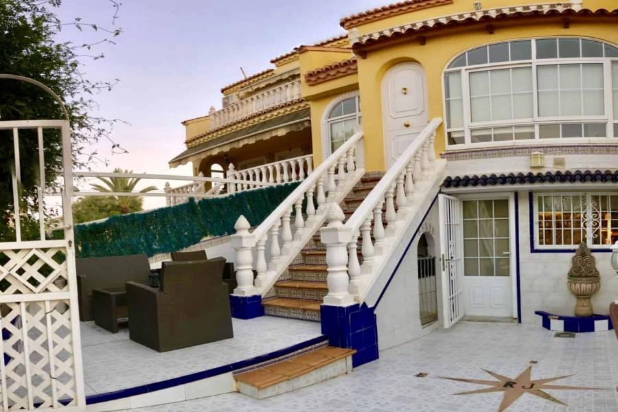 Torrevieja,Alicante,España,4 Bedrooms Bedrooms,2 BathroomsBathrooms,Adosada,25133