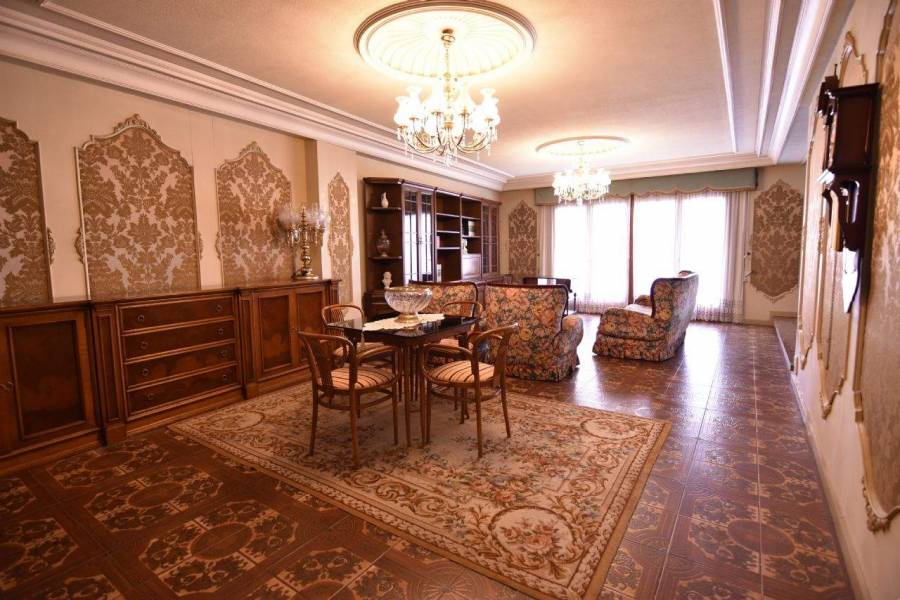 Elche,Alicante,España,4 Bedrooms Bedrooms,2 BathroomsBathrooms,Apartamentos,26661