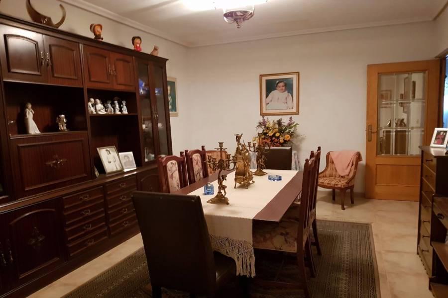 Alicante,Alicante,España,3 Bedrooms Bedrooms,1 BañoBathrooms,Adosada,26887