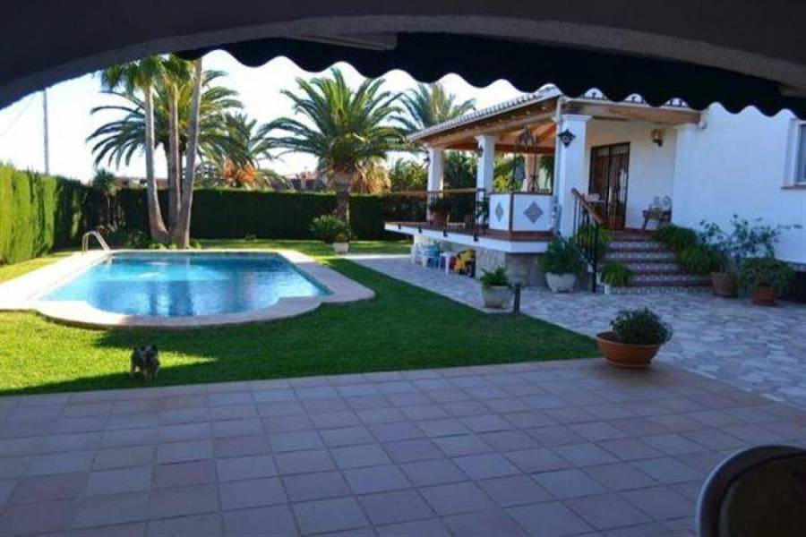 Dénia,Alicante,España,3 Bedrooms Bedrooms,3 BathroomsBathrooms,Chalets,29829