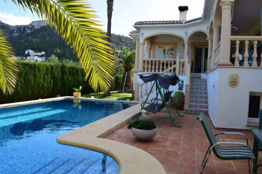 Dénia,Alicante,España,6 Bedrooms Bedrooms,5 BathroomsBathrooms,Chalets,30032