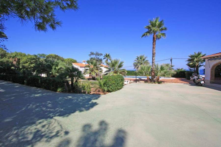 Dénia,Alicante,España,7 Bedrooms Bedrooms,3 BathroomsBathrooms,Chalets,30419