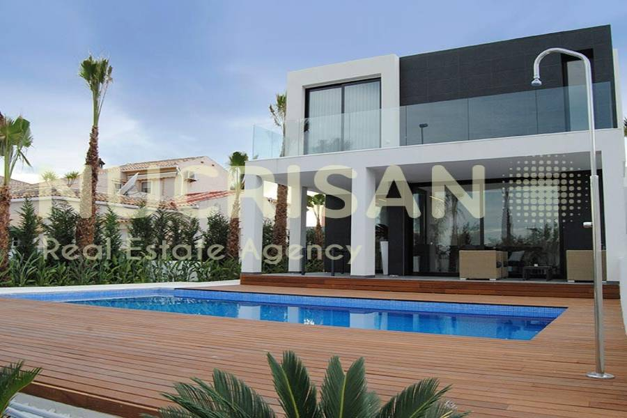 Elche,Alicante,España,3 Bedrooms Bedrooms,3 BathroomsBathrooms,Chalets,31029