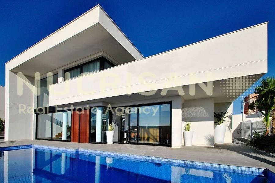 Rojales,Alicante,España,3 Bedrooms Bedrooms,4 BathroomsBathrooms,Chalets,31030