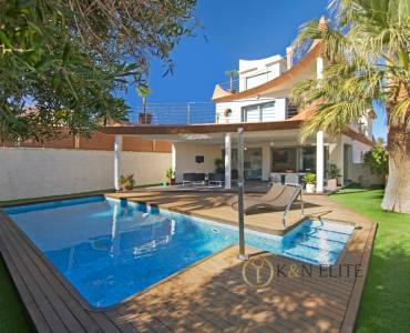 Alicante,Alicante,España,4 Bedrooms Bedrooms,3 BathroomsBathrooms,Chalets,31219