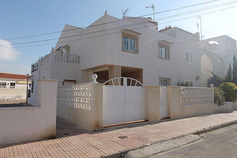 Torrevieja,Alicante,España,3 Bedrooms Bedrooms,2 BathroomsBathrooms,Cabañas-bungalows,3775