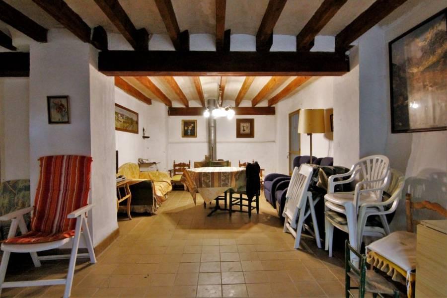 Alcoy-Alcoi,Alicante,España,6 Bedrooms Bedrooms,1 BañoBathrooms,Chalets,33950