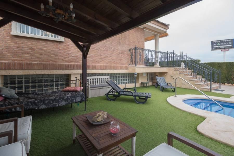 Elche,Alicante,España,5 Bedrooms Bedrooms,2 BathroomsBathrooms,Chalets,33974