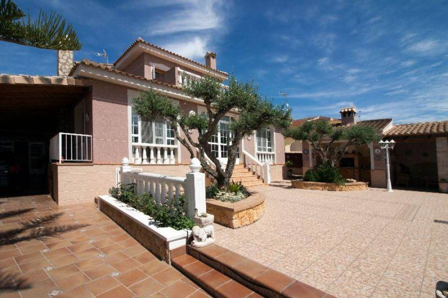 Ciudad Quesada,Alicante,España,5 Bedrooms Bedrooms,3 BathroomsBathrooms,Fincas-Villas,3869