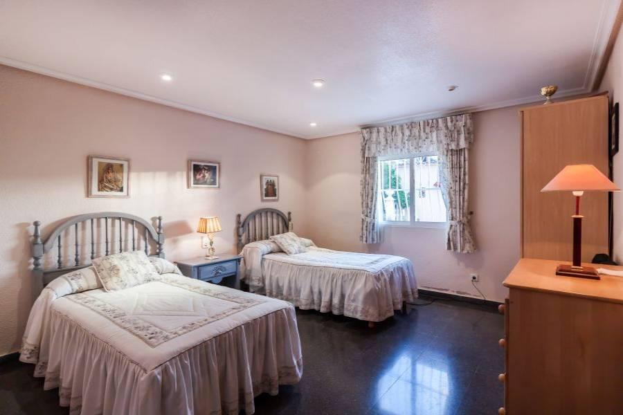 Elche,Alicante,España,6 Bedrooms Bedrooms,3 BathroomsBathrooms,Chalets,34143