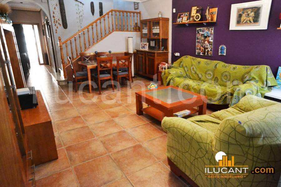 Alicante,Alicante,España,4 Bedrooms Bedrooms,3 BathroomsBathrooms,Planta baja,34155