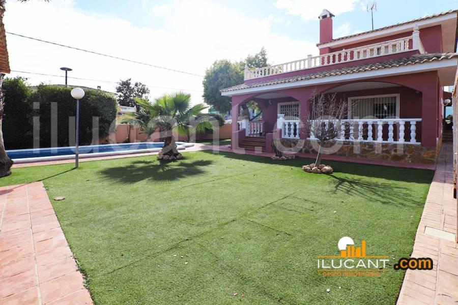 San Vicente del Raspeig,Alicante,España,4 Bedrooms Bedrooms,3 BathroomsBathrooms,Chalets,34175