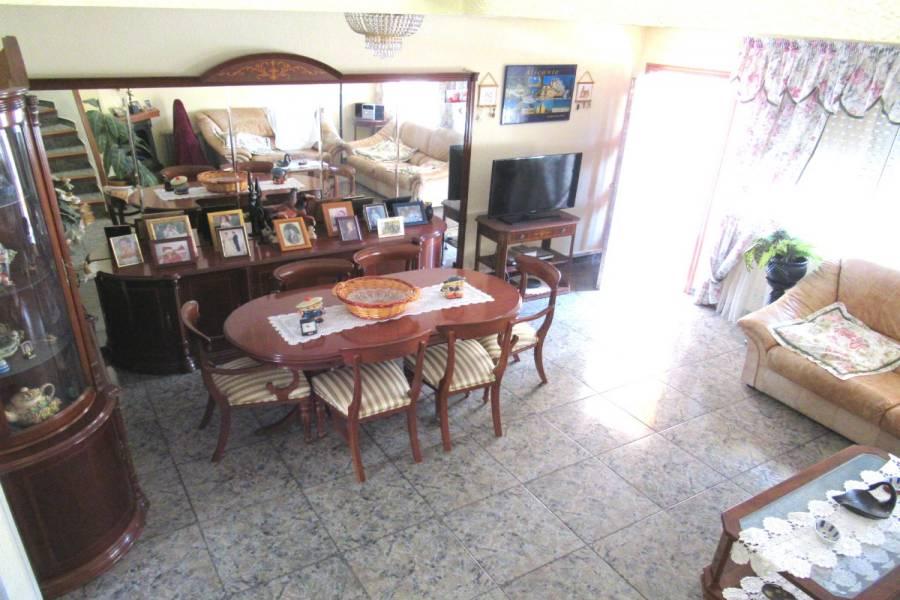 Alicante,Alicante,España,5 Bedrooms Bedrooms,2 BathroomsBathrooms,Adosada,34224