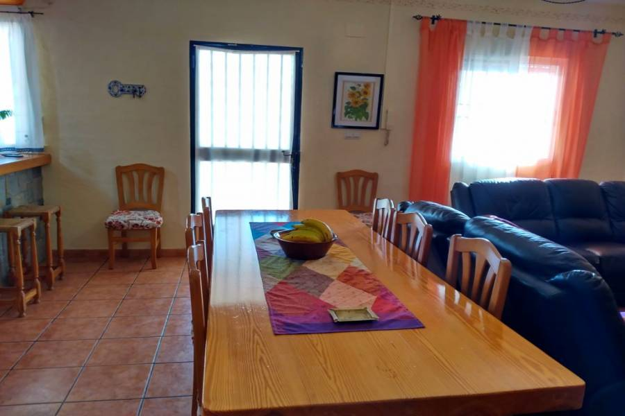 Villena,Alicante,España,4 Bedrooms Bedrooms,2 BathroomsBathrooms,Chalets,34256