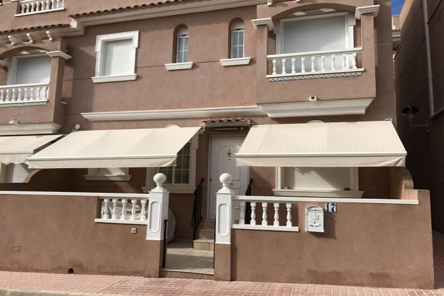 Santa Pola,Alicante,España,3 Bedrooms Bedrooms,2 BathroomsBathrooms,Adosada,34423