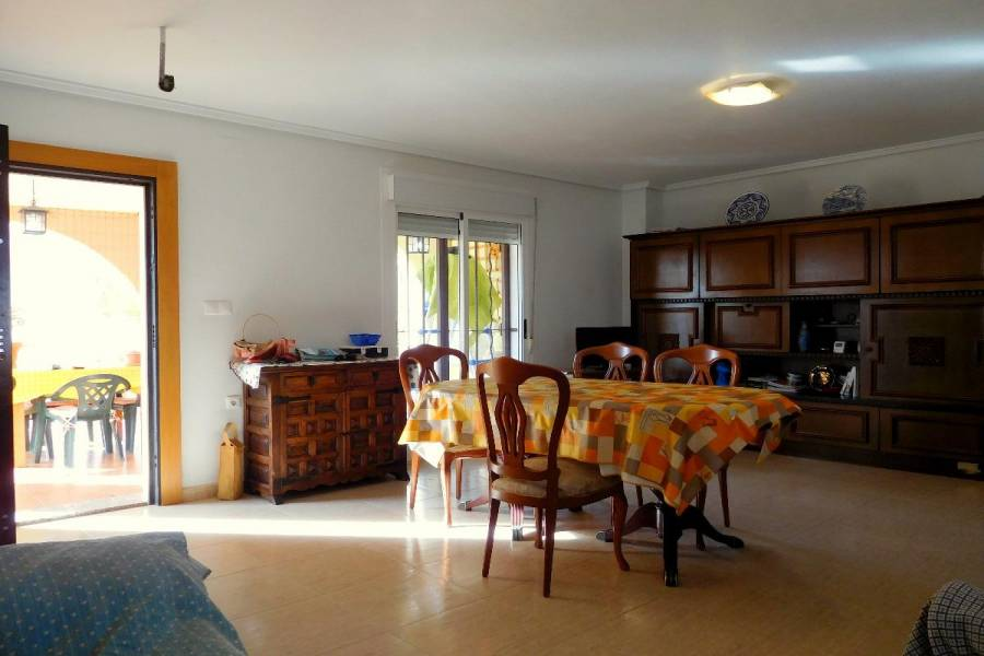 Monforte del Cid,Alicante,España,3 Bedrooms Bedrooms,2 BathroomsBathrooms,Chalets,34484