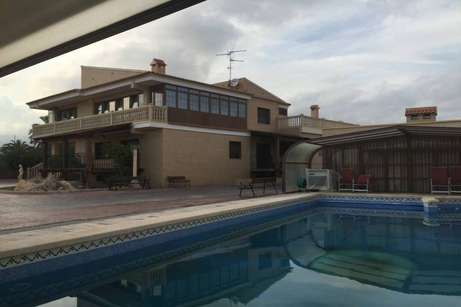 Elche,Alicante,España,6 Bedrooms Bedrooms,6 BathroomsBathrooms,Chalets,34581