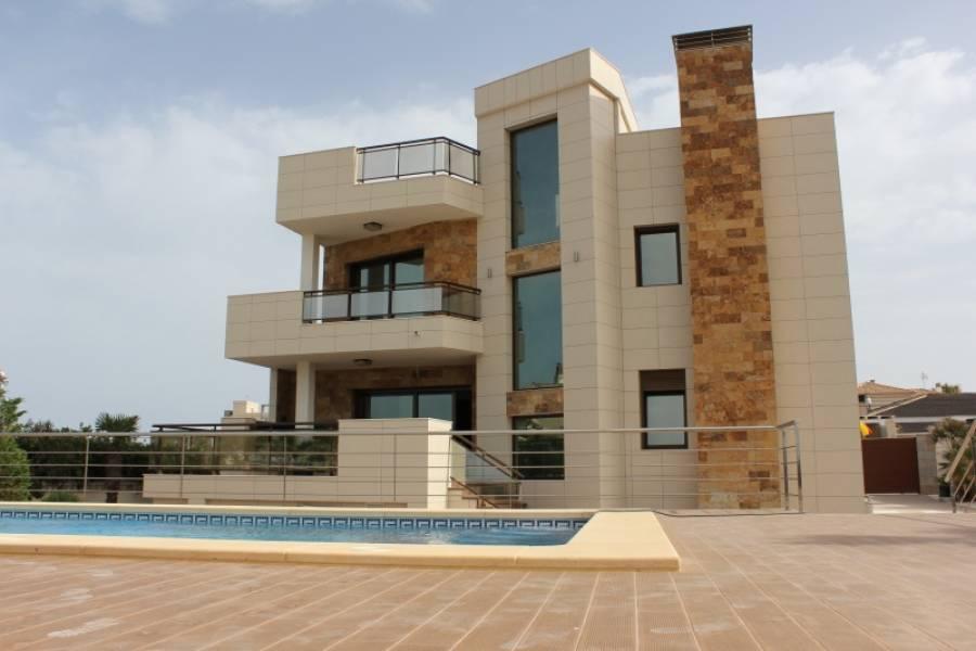 Torrevieja,Alicante,España,5 Bedrooms Bedrooms,3 BathroomsBathrooms,Chalets,34591
