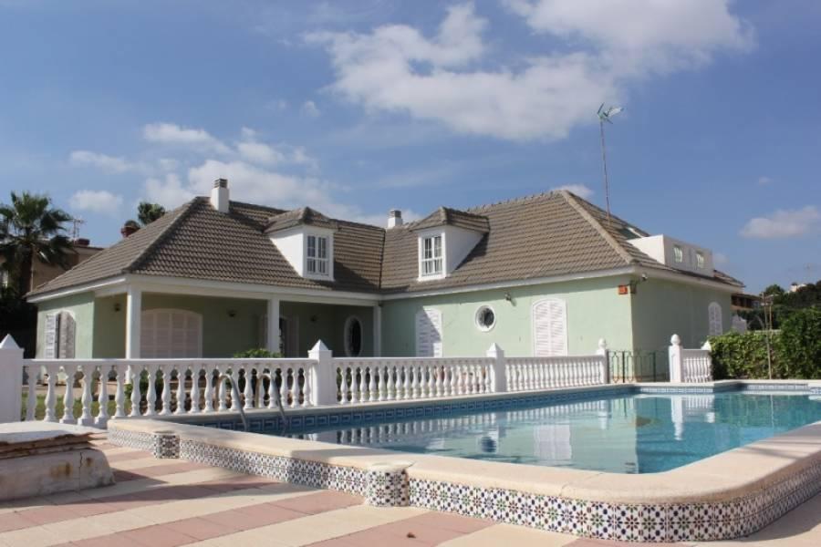 Torrevieja,Alicante,España,6 Bedrooms Bedrooms,3 BathroomsBathrooms,Chalets,34592