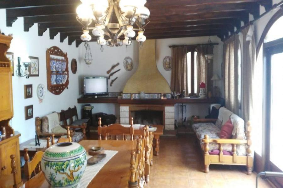 Elche,Alicante,España,4 Bedrooms Bedrooms,3 BathroomsBathrooms,Chalets,34602