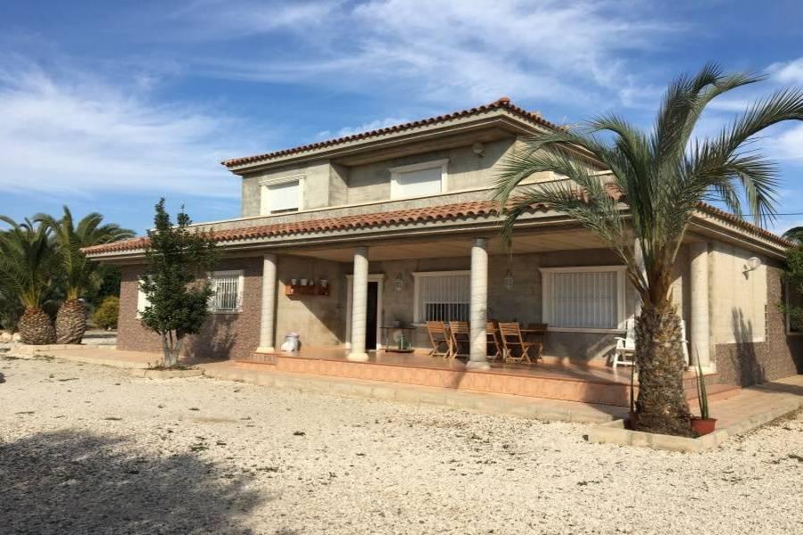 Elche,Alicante,España,4 Bedrooms Bedrooms,3 BathroomsBathrooms,Chalets,34606