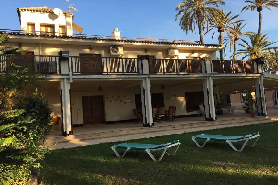 Elche,Alicante,España,4 Bedrooms Bedrooms,4 BathroomsBathrooms,Chalets,34621