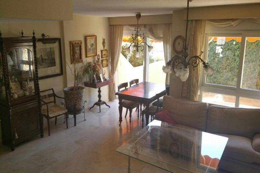 Alicante,Alicante,España,4 Bedrooms Bedrooms,2 BathroomsBathrooms,Adosada,34629
