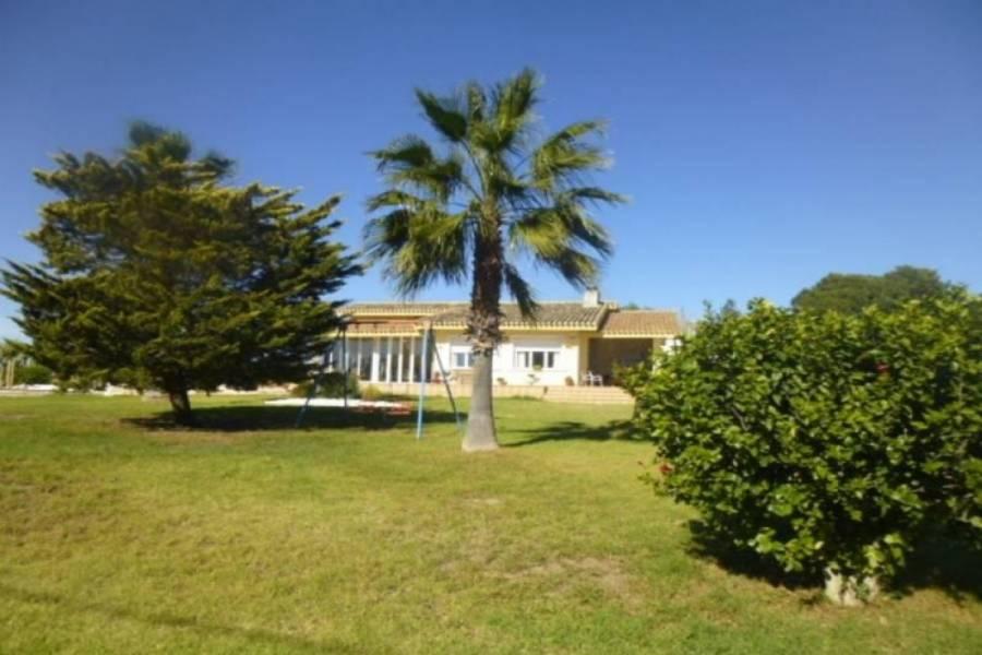 Elche,Alicante,España,5 Bedrooms Bedrooms,2 BathroomsBathrooms,Chalets,34637