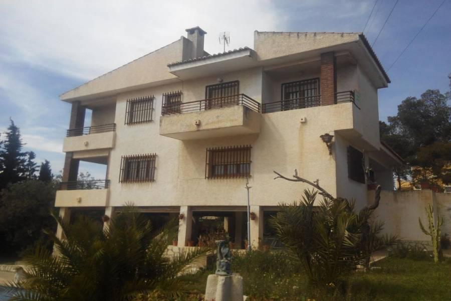 San Vicente del Raspeig,Alicante,España,8 Bedrooms Bedrooms,3 BathroomsBathrooms,Chalets,34645