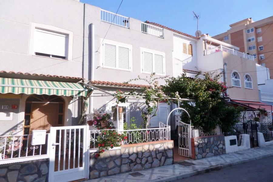 Alicante,Alicante,España,4 Bedrooms Bedrooms,2 BathroomsBathrooms,Adosada,34698