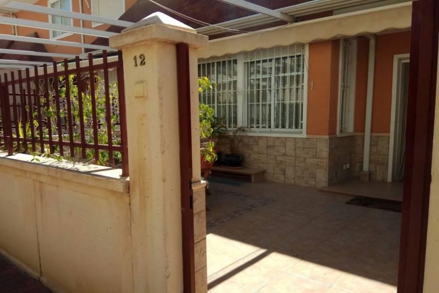 Elche,Alicante,España,3 Bedrooms Bedrooms,2 BathroomsBathrooms,Adosada,34808