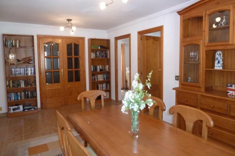 Alicante,Alicante,España,4 Bedrooms Bedrooms,2 BathroomsBathrooms,Chalets,34841