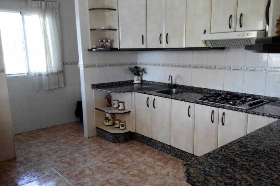 Alicante,Alicante,España,4 Bedrooms Bedrooms,2 BathroomsBathrooms,Chalets,34865