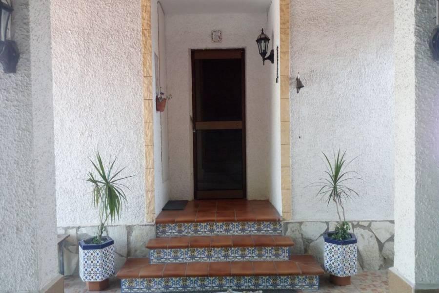 San Vicente del Raspeig,Alicante,España,5 Bedrooms Bedrooms,2 BathroomsBathrooms,Adosada,34871