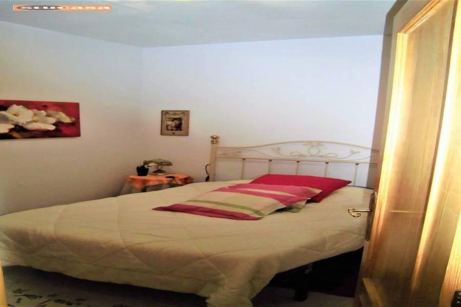 Alicante,Alicante,España,4 Bedrooms Bedrooms,2 BathroomsBathrooms,Planta baja,34920