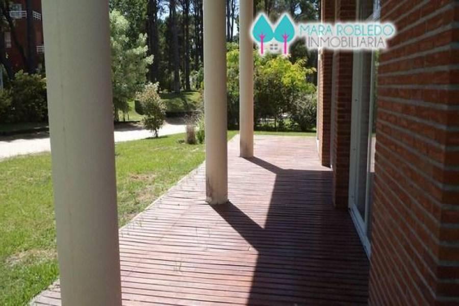 Pinamar,Buenos Aires,Argentina,3 Bedrooms Bedrooms,2 BathroomsBathrooms,Casas,Av Shaw 2200,4085