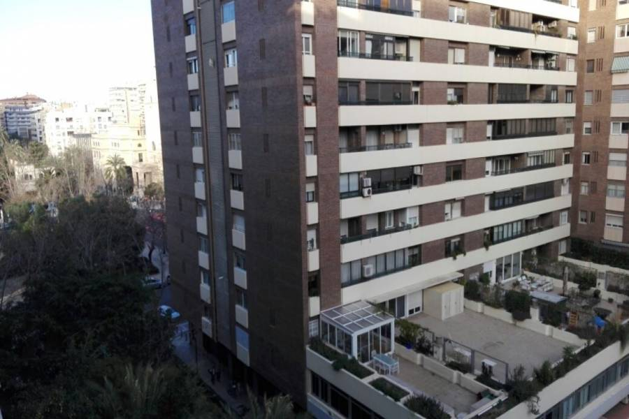 Valencia,Valencia,España,4 Bedrooms Bedrooms,2 BathroomsBathrooms,Apartamentos,4333