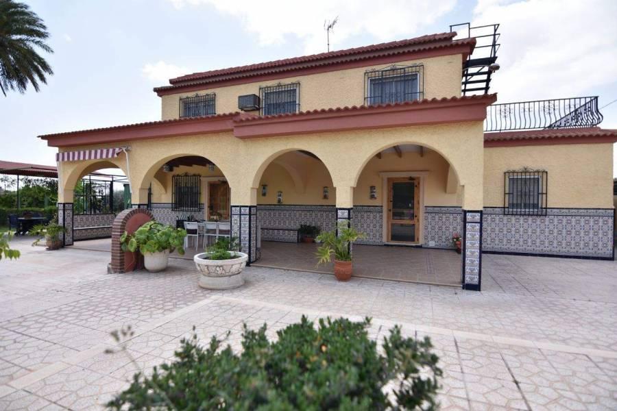 Elche,Alicante,España,4 Bedrooms Bedrooms,2 BathroomsBathrooms,Chalets,39571