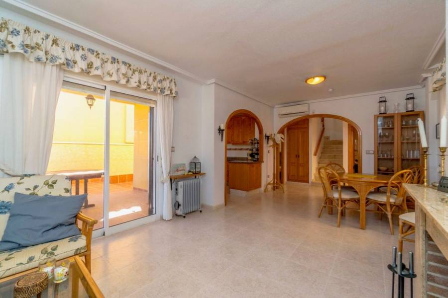 Orihuela,Alicante,España,3 Bedrooms Bedrooms,2 BathroomsBathrooms,Adosada,39881