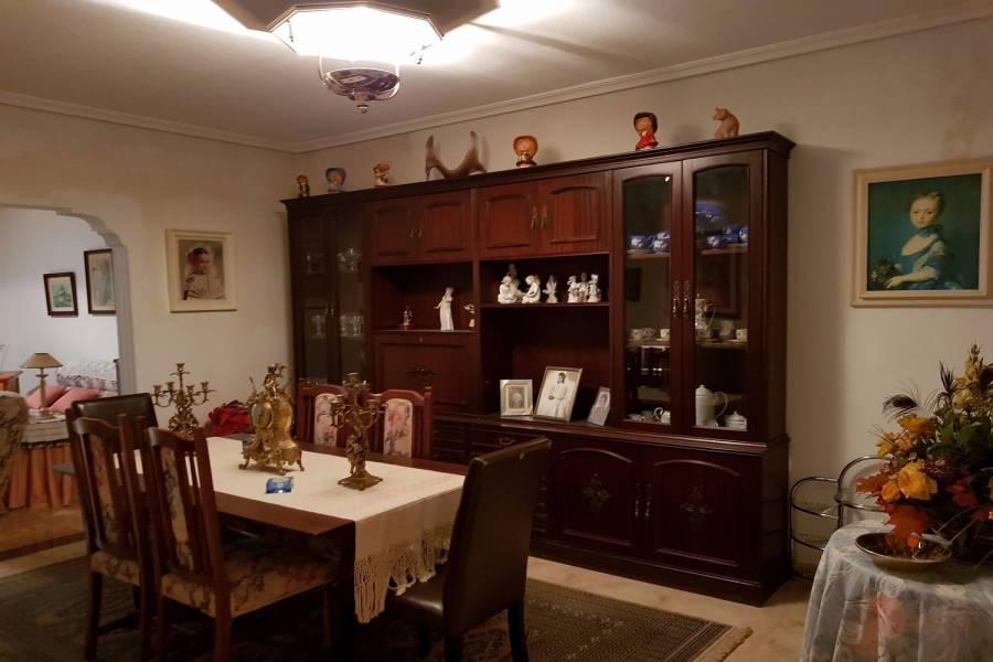 Alicante,Alicante,España,3 Bedrooms Bedrooms,1 BañoBathrooms,Adosada,39897