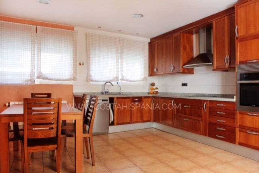 Alicante,Alicante,España,4 Bedrooms Bedrooms,3 BathroomsBathrooms,Adosada,39903