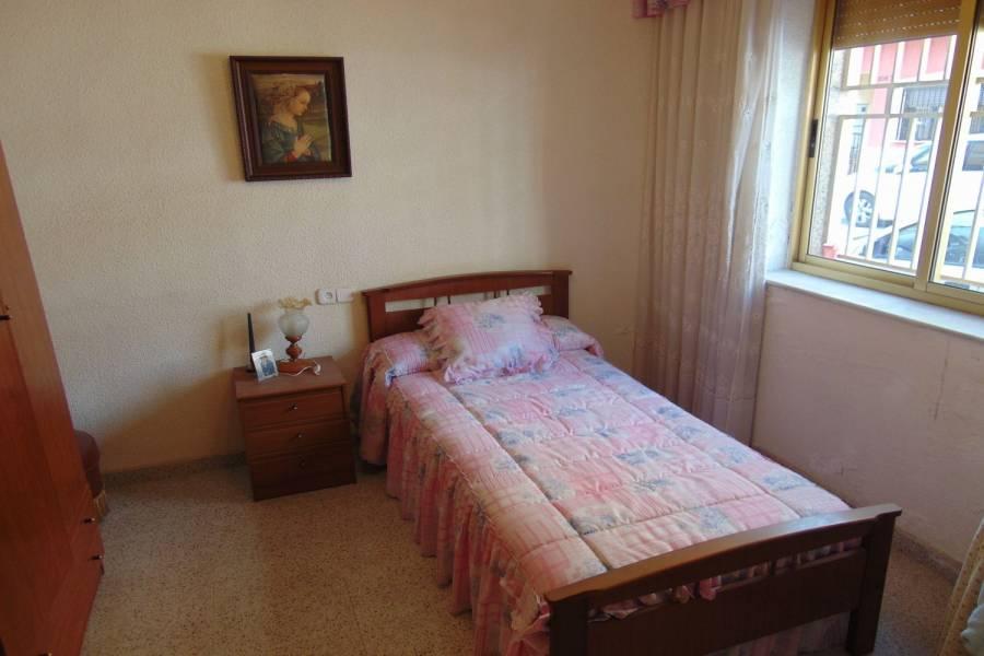 Guardamar del Segura,Alicante,España,4 Bedrooms Bedrooms,1 BañoBathrooms,Adosada,39913