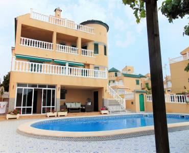 Torrevieja,Alicante,España,4 Bedrooms Bedrooms,3 BathroomsBathrooms,Chalets,39917
