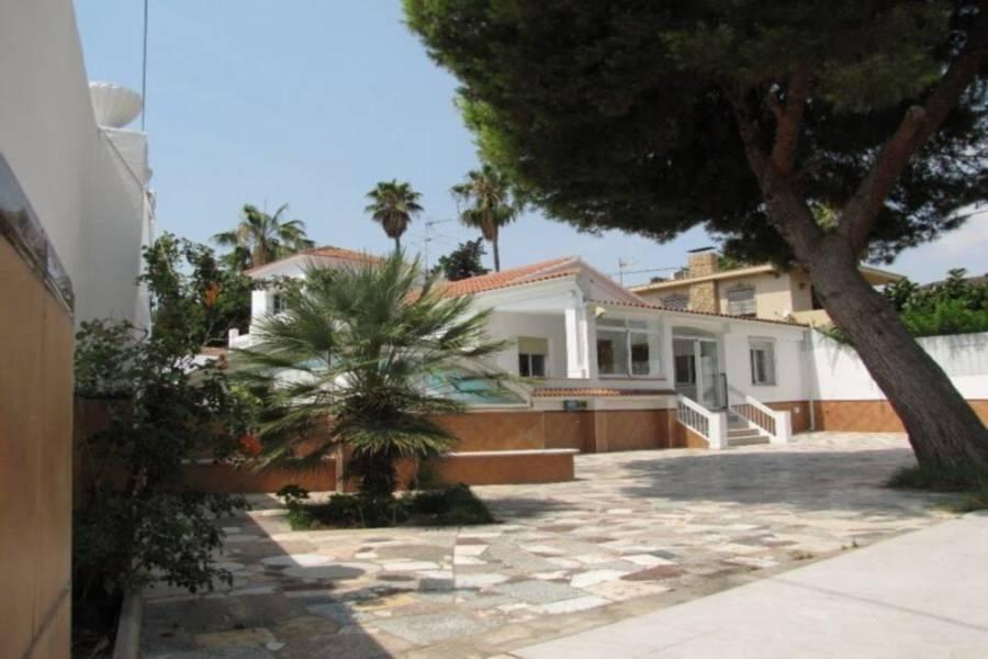 Alicante,Alicante,España,5 Bedrooms Bedrooms,4 BathroomsBathrooms,Chalets,39923