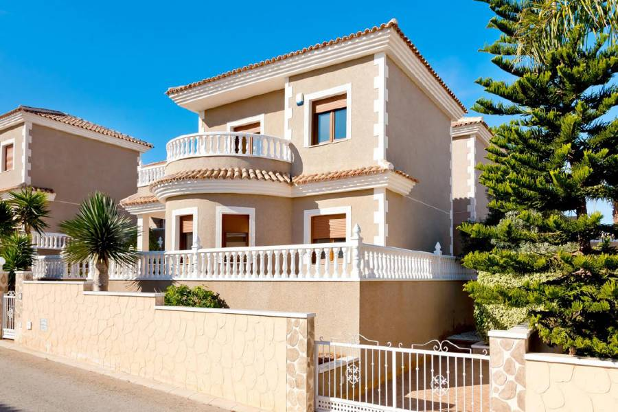 Torrevieja,Alicante,España,3 Bedrooms Bedrooms,2 BathroomsBathrooms,Chalets,39964